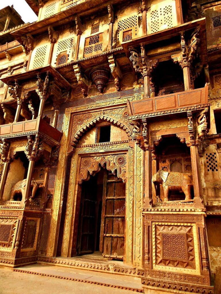 Inspire toi des cultures étrangères pour te différencier (Raja Mahal-Fort et Jahangir Mahal- Palace, Inde)