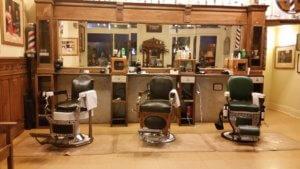 Coiffeur & barbier avec une décoration qui dénote